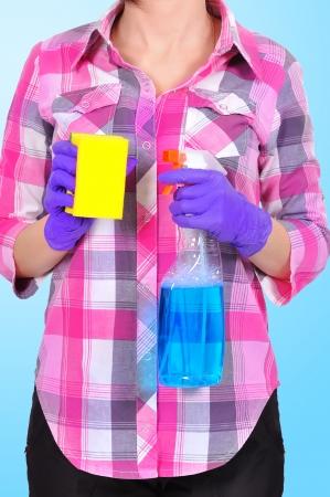 wisp: Schoonmaakster met glasreiniger en sliert