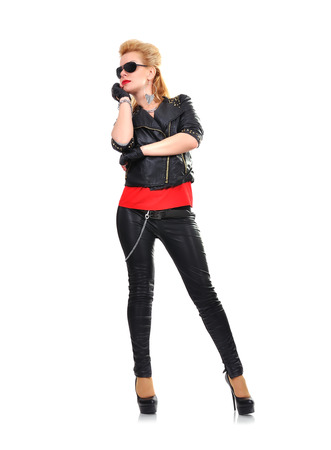 rocker girl: rockero chica sobre un fondo blanco