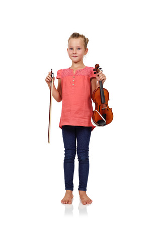fille pleure: fille violon holding isol� sur fond blanc Banque d'images