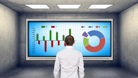 gerente: negocios que buscan en la televisi�n de plasma con gr�fico de cotizaciones
