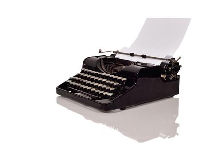 白い背景紙でヴィンテージ タイプライター