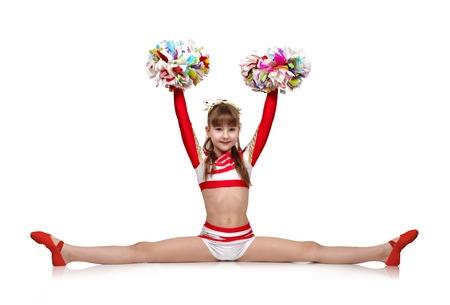 cheerleading meisje met pompons zit op een splitst