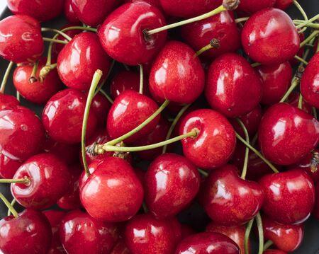 Ciliegie rosse fresche. Frutti di ciliegie texture da vicino. Frutto di ciliegia. Ciliegie con copia spazio per il testo. Vista dall'alto. Sfondo di ciliegie.