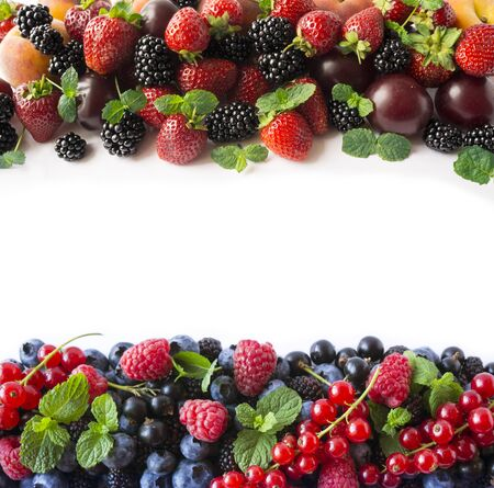 Mix berries on a white background. Ripe blueberries, blackberries, strawberries, currants and raspberries on white background. Top view. Fruits with copy space for text. Mix berries and fruits. Backgr 스톡 콘텐츠