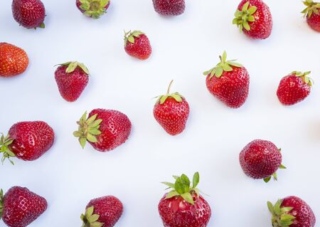 Fresh strawberries scattered on white background. Strawberries on a white background. Fruits with copy space for text. Top view.  Strawberry on white background.  스톡 콘텐츠