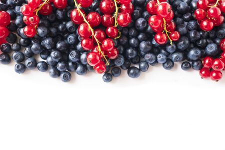 Mix berries on a white background. Ripe blueberries and red currants on white background. Top view. Fruits with copy space for text. Mix berries and fruits. Background berries and fruits. Various fres 스톡 콘텐츠