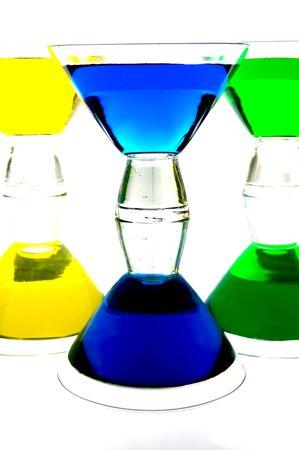 rainbow cocktail: Con retroiluminaci�n de c�cteles contra un fondo blanco  Foto de archivo