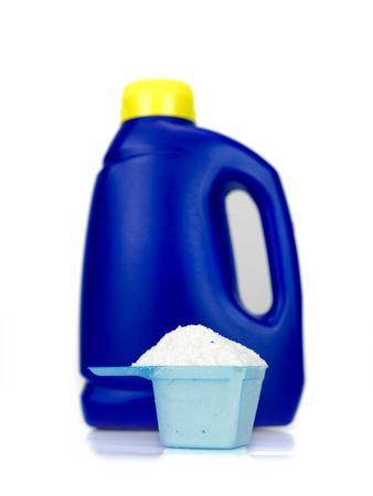Detergente en polvo de lavandería aislado contra un fondo blanco  Foto de archivo