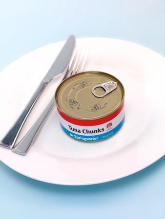 springwater: A can of tuna isolated against a blue background