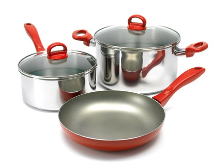 A set of saucepans and a frying pan isolated against a white background Standard-Bild