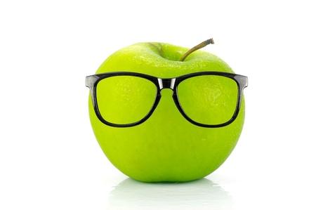 Ein grüner Apfel, vor weißem hintergrund isoliert Standard-Bild