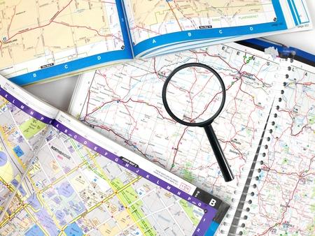 虫眼鏡で道路地図