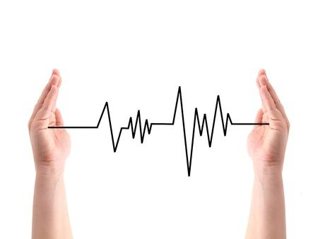ritme: Een hartslag lijn tussen twee handen