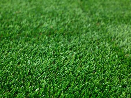 pasto sintetico: Una imagen de cerca de la hierba artificle