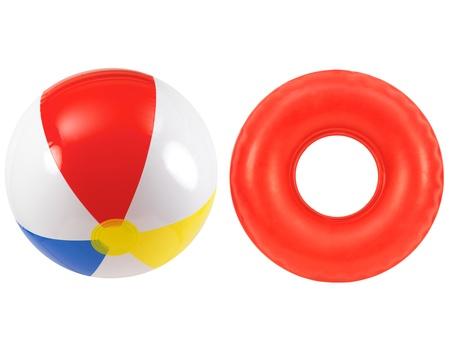 Ein Beach-Ball und Gummischlauch zusammen