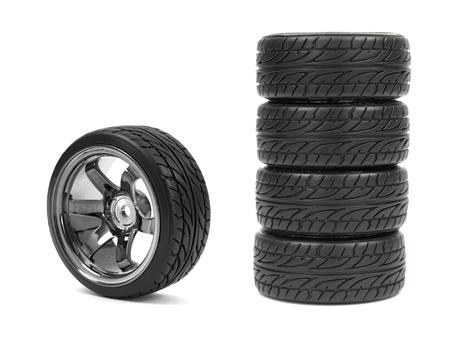 Gummi-Reifen mit Sportfelgen auf weißem Hintergrund Standard-Bild - 13658007