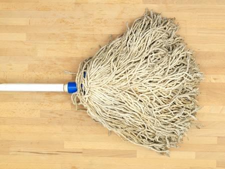 empleadas domesticas: Un plano corto de una fregona del piso ecol�gico Foto de archivo