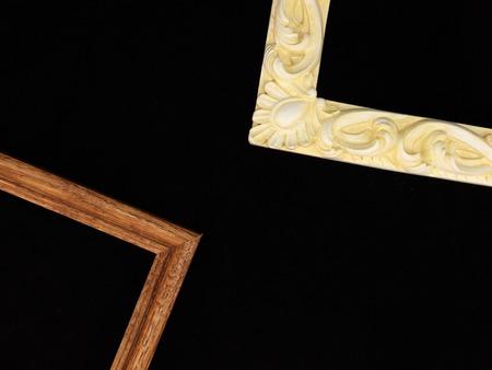 marca libros: marcos de fotos en un estante de madera Foto de archivo