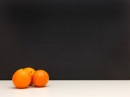 cantle: A close up photo of fresh oranges