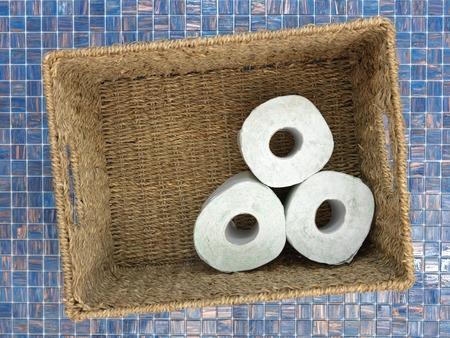 papel higienico: Un estudio de la foto de papel higiénico almacenado Foto de archivo
