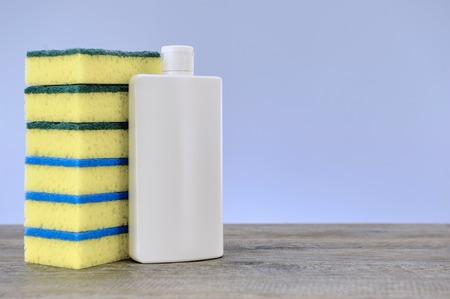 lavar platos: Un cierre encima de la foto de estudio de detergente para lavavajillas Foto de archivo