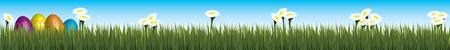 vier ingericht paaseieren in bijpassende kleuren liggen in gras