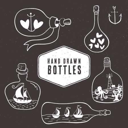 ancre marine: Collecte des bouteilles Vintage dans un style marin. Tiré par la main des éléments décoratifs. Illustration