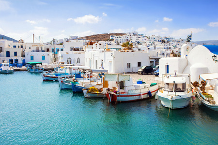 Hermoso pueblo Naousa, la isla de Paros, Cícladas, Grecia