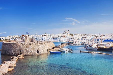 그림 같은 Naoussa의 마을, 파로스 섬, 키 클라 데스, 그리스 스톡 콘텐츠