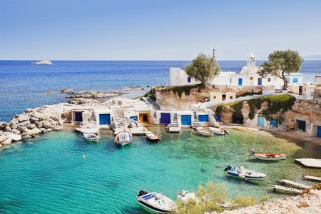 Hermoso pueblo de pescadores Mandrakia, isla de Milos, Cícladas, Grecia