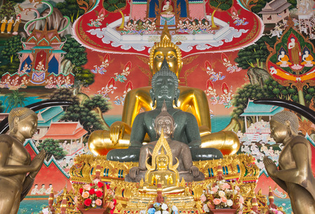 venerate: Row of Buddha image on traditional Thailand painting background