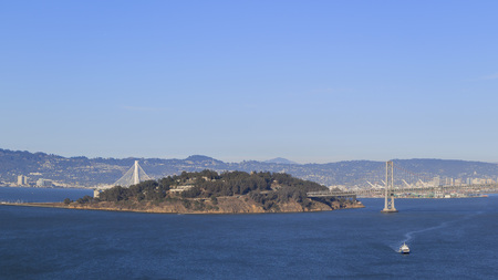 schateiland: Treasure Island en bruggen in San Francisco overdag