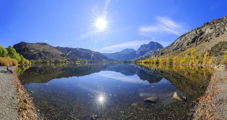 colour in: Color de la caída hermosa en Silver Lake, California