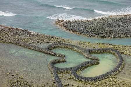 The DOUBLE-HEART STONE TRAP in the Penghu island of Taiwan 스톡 콘텐츠