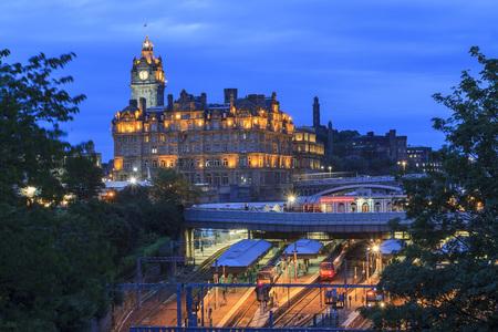 waverley: The Edinburgh Waverley (Train station) in Edinburgh, United Kingdom