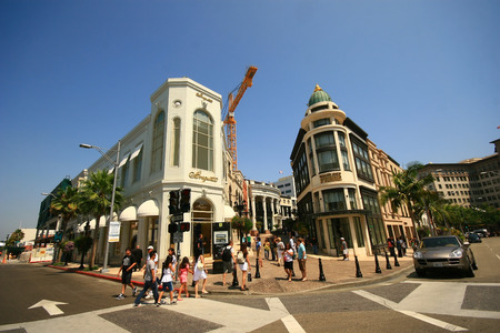 BEVERLY HILLS, CA - August 11: Rodeo Drive in Beverly Hills on August 11, 2009. Rodeo Drive is an affluent shopping district known for designer label and haute couture fashion. 新闻类图片