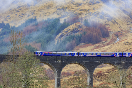 alfarero: El famoso viaducto de Glenfinnan, Harry Potter Escena Editorial