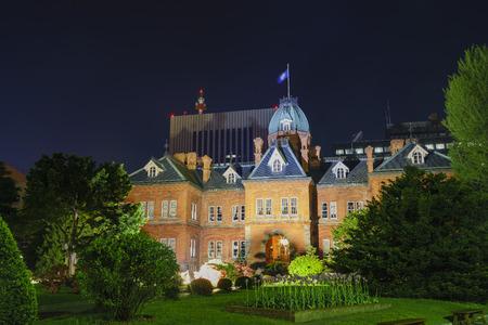 oficina antigua: Oficina de Gobierno de Hokkaido antigua en la noche, Sapporo, Hokkaido, Japón Editorial