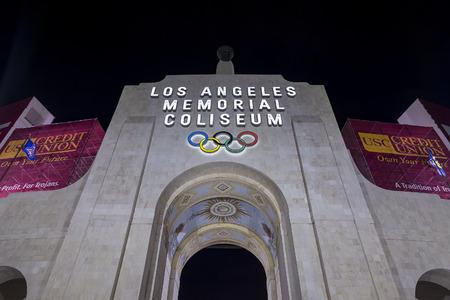 Los Angeles, OCT 27: Los Angeles Memorial Coliseum at night on OCT 27, 2016 at Los Angeles 에디토리얼