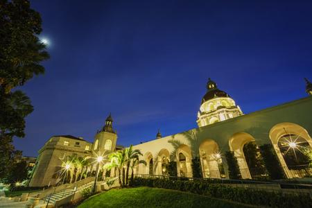 pasadena: The night view moon scene of Pasadena City Hall near Los Angeles, California