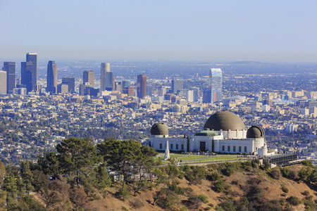 Paesaggio urbano di Los Angeles pomeriggio con l'osservatorio di Griffith, in California