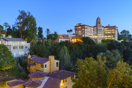 arroyo: Twilight view of the Richard H. Chambers Courthouse in Pasadena, California, USA
