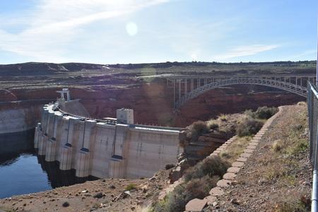 有名なフーバー ・ ダムおよびネバダ州とアリゾナ州の国境の橋