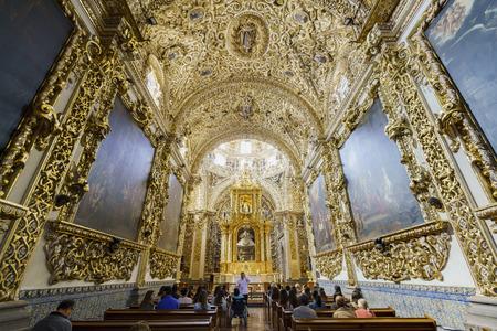 2 月 18 日、プエブラ: インテリア ビュー サントドミンゴ教会の 2017 年 2 月 18 日にプエブラ、メキシコ 報道画像