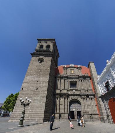 2 月 18 日、プエブラ: エクステリア ビュー プエブラ、メキシコでサント ・ ドミンゴ教会の 2017 年 2 月 18 日に