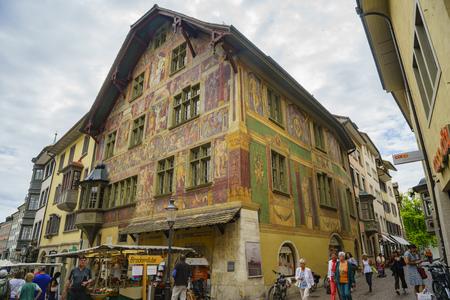 Schaffhausen, JUL 15: The historical Haus zum Ritter, old down and street on JUL 15, 2017 at Schaffhausen, Switzerland 新闻类图片