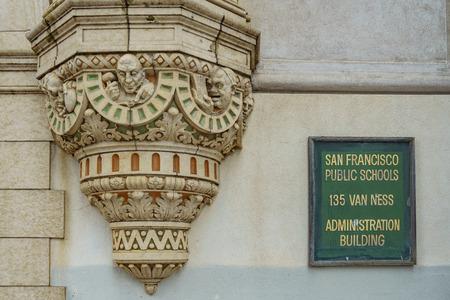 カリフォルニア州サンフランシスコ公立学校の像