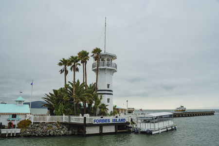 San Fransisco, APR 17: Forbes Island and lighthouse in the fisherman's Wharf on APR 17, 2017 at San Francisco, California Redactioneel