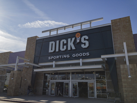 Los Angeles, DEC 31: Exterior view of the famous Dicks Sporting Goods on DEC 31, 2017 at Los Angeles, California 報道画像