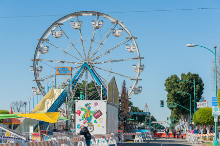 Temple City, FEB 24: Fun thrill rides of 74th Camellia Festival Parade on FEB 24, 2018 at Temple City, Los Angeles County, California 에디토리얼